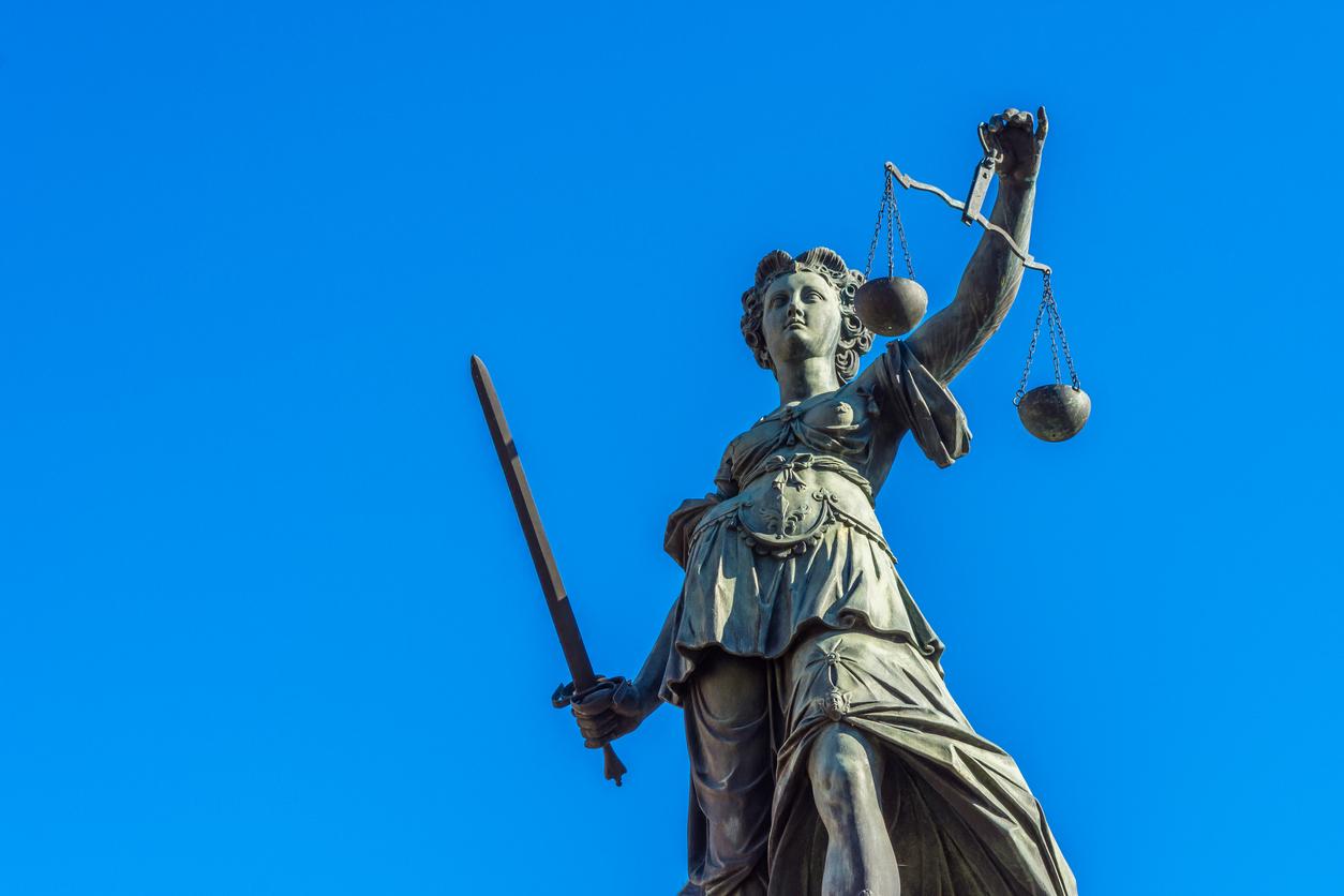 Juristen schließen sich #dankeallesdichtmachen an – Ehemaliger Richter gibt Bundesverdienstkreuz zurück
