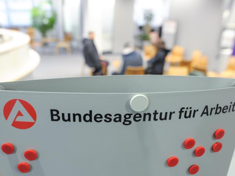 """Arbeitslosenzahl gestiegen: """"Krise zeigt deutliche Spuren"""""""