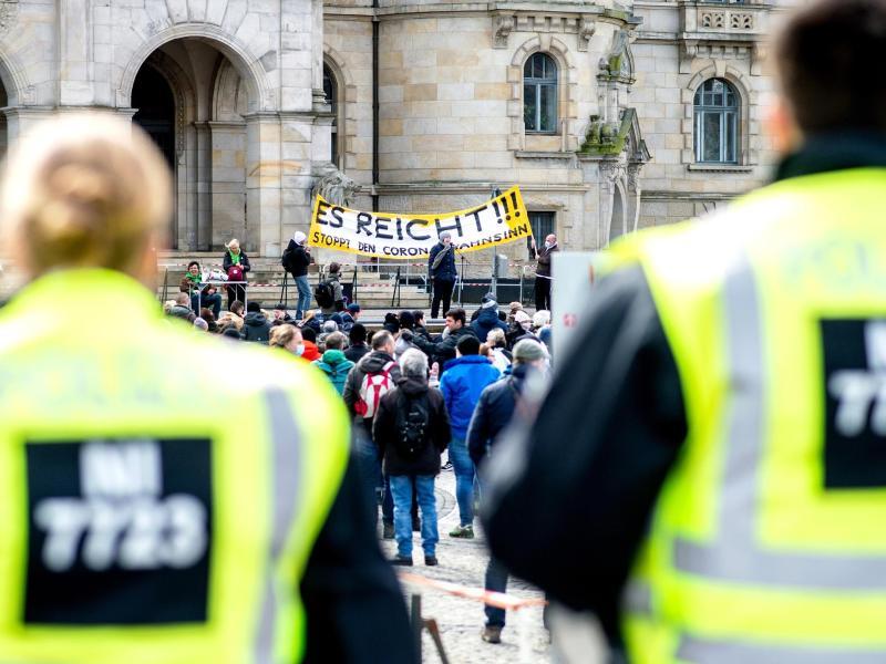"""""""Ein Jahr Lockdown-Politik – es reicht"""": Tausende Teilnehmer bei Protesten gegen Corona-Maßnahmen"""