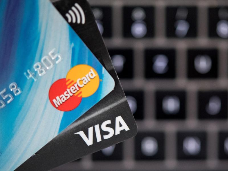 Auch für kleine Beträge: Bezahlen per Kreditkarte wird umständlicher