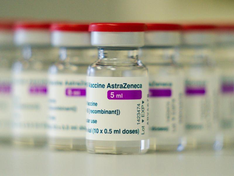 AstraZeneca soll in Großbritannien nur noch an über 40-Jährige verimpft werden