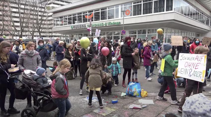 """LIVE: Demo vor dem Berliner Senat ab 11 Uhr: """"Macht Euch stark für unsere Kinder"""""""