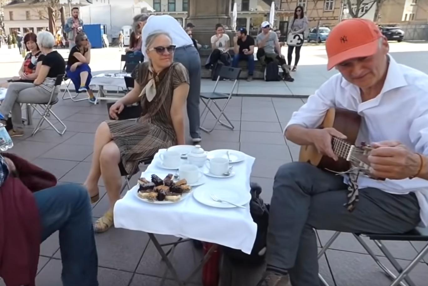 """Lebensfreude: Das 1. Weimarer Spontan-Cafe und """"Tanzen Sie wieder!"""" vom Gare de l'Est"""