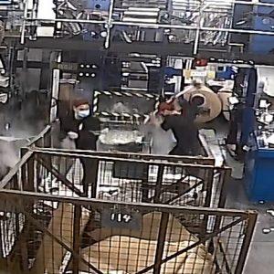 Hongkong: Anschlag auf Epoch Times-Druckerei – Vier Männer zertrümmern Computer und Druckausrüstung