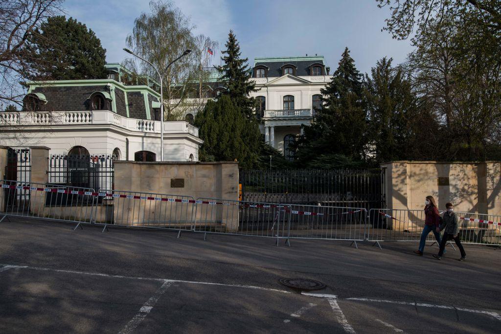 Tschechien und Slowakei weisen in Spionage-Affäre russische Diplomaten aus