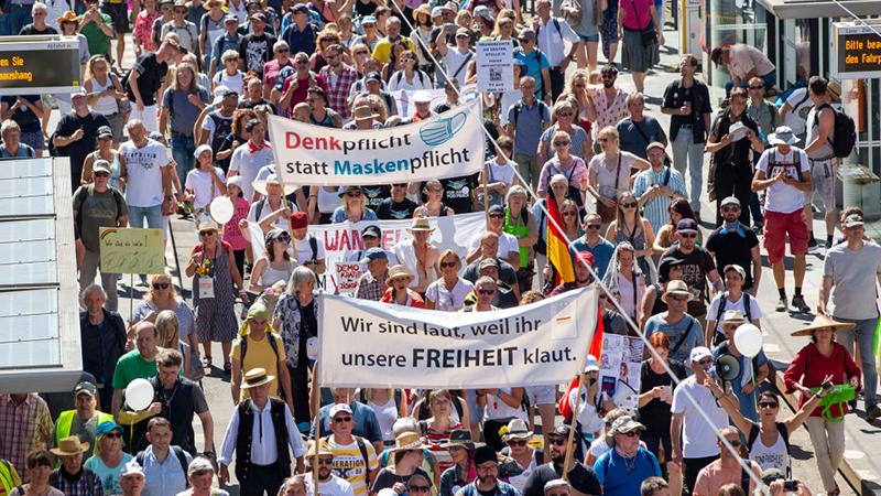 Corona-Demonstrationen: Autokorsos und Kundgebung in Berlin