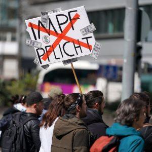 Video: Proteste vor Bundestag gegen neues Infektionsschutzgesetz – § 28b