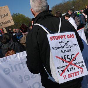 JETZT LIVE aus Berlin: Demokratie-Protesten gegen neues Infektionsschutzgesetz
