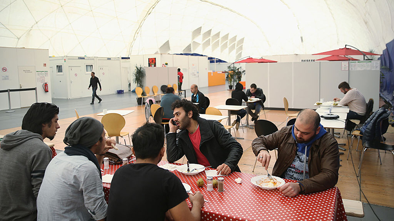 Großteil der Zugewanderten aus Syrien und Eritrea in Deutschland zufrieden