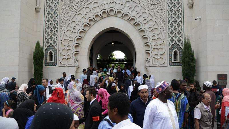 Moschee bei Paris darf nach Mord an Lehrer wieder öffnen