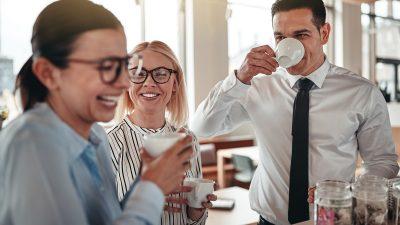 78 Prozent der Deutschen vermissen Büro und Kollegen – und die Kaffeepausen