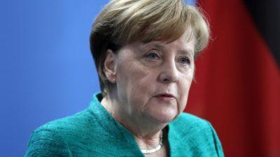 Merkel erinnert am Jahrestag des Kriegsendes an Opfer der NS-Gewaltherrschaft