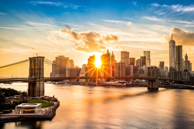 """Nach Lockdown: New Yorks Bürgermeister strebt """"vollständige Wiedereröffnung"""" zum 1. Juli an"""