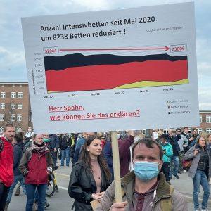 "Corona-Proteste in Berlin: Polizei beendet Versammlung vor Schloss Bellevue wegen ""massiver Auflagenverstöße"""