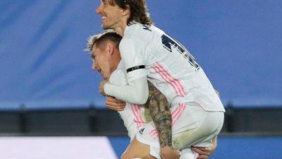 Nach Kroos-Freistoßtor: Real gewinnt Clásico gegen Barcelona