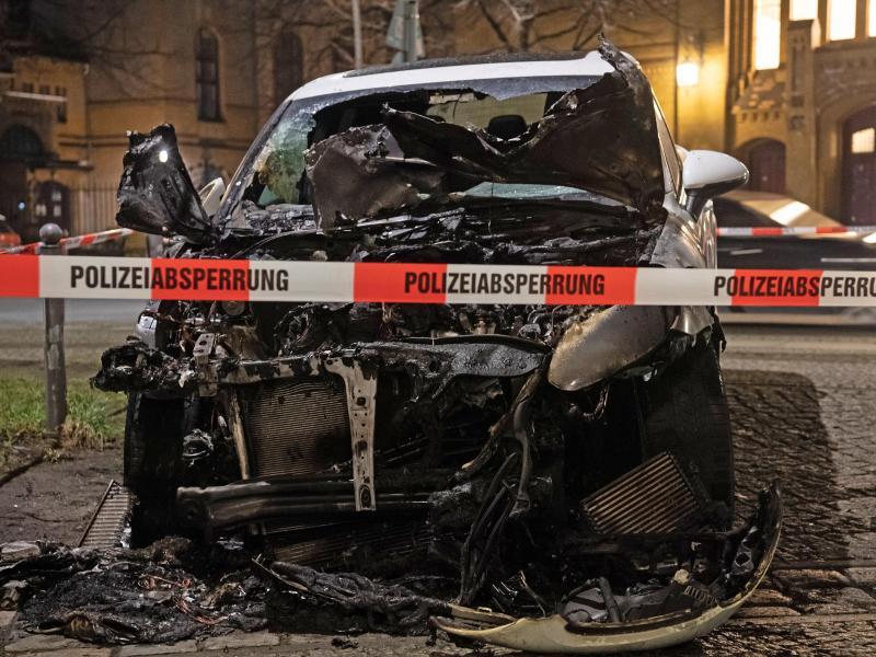 Razzia im Clan-Milieu: Zwei Verdächtige nach Auto-Brandstiftungen in Berlin-Neukölln