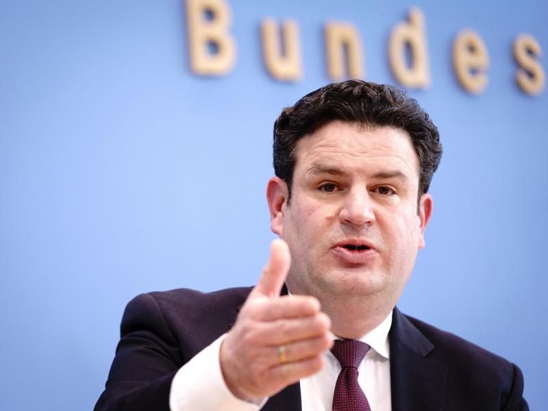 """Heil-Plan zu """"Pflege-Tariftreue-Gesetz"""" stößt auf Kritik"""