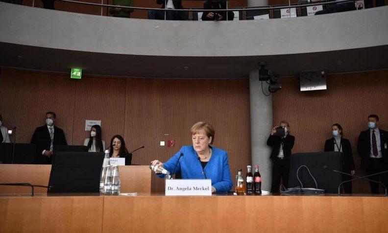 Viele Kleinanleger verloren Geld: Merkel verteidigt Einsatz für Wirecard bei China-Reise
