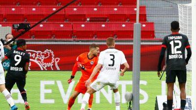 Pleite bei Bayer:Frankfurt nur noch einen Punkt vor dem BVB