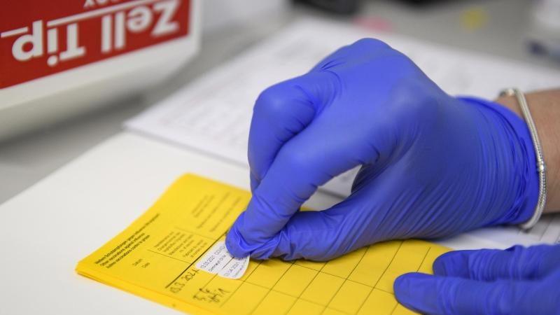 Lockerungen für Geimpfte geplant – Einige Länder gehen voran