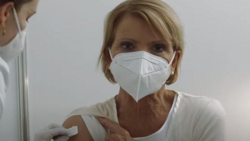Uschi Glas-Impfung im Regierungsspot gestellt – Schauspielerin bekommt Hass-Mails