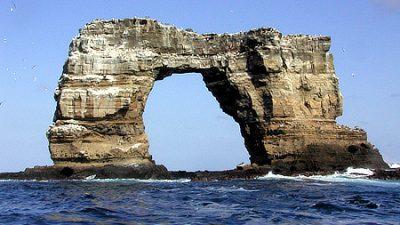 Felsformation Darwin's Arch vor Küste der Galapagos-Inseln eingestürzt