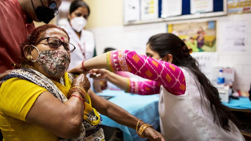Indien gibt Corona-Impfungen für alle Erwachsenen frei