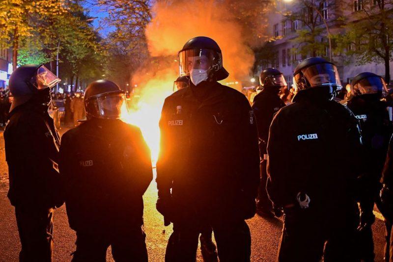 """Massive Ausschreitungen bei """"Revolutionärer 1. Mai-Demo"""" in Berlin"""