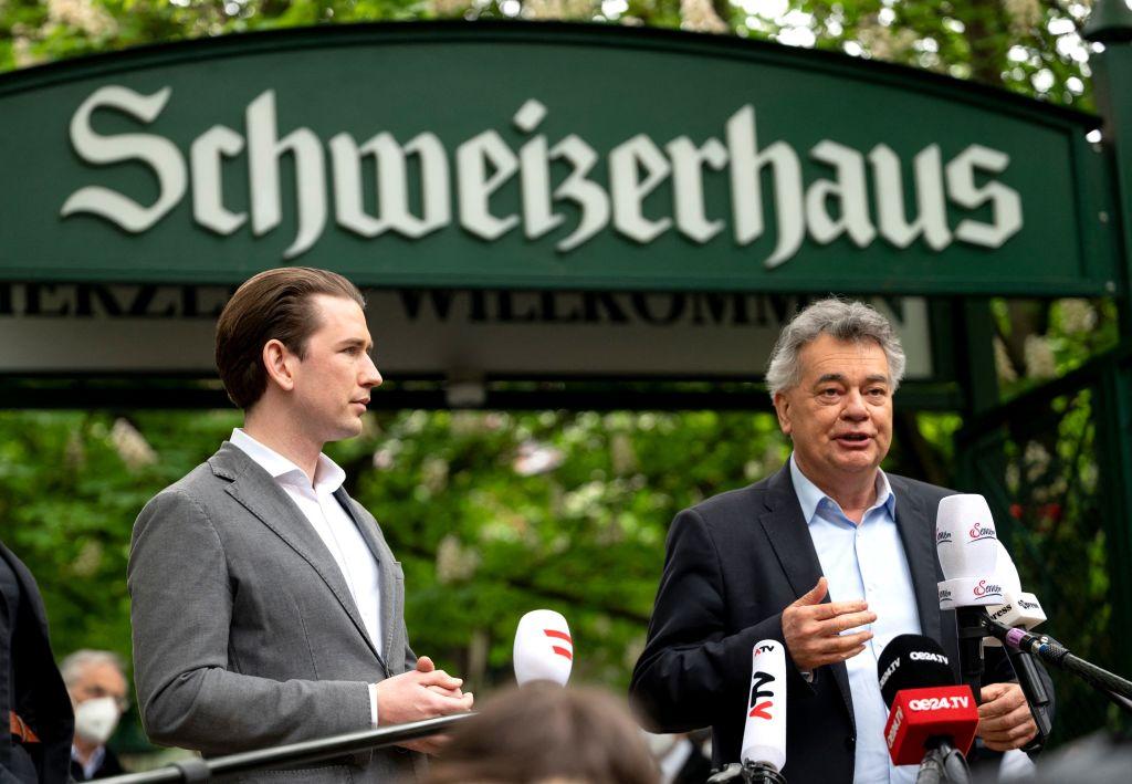 """Nur für """"3G""""-Menschen: Österreichs Tag 1 der Öffnung – Buh-Rufe für Kanzler Kurz im """"Schweizerhaus"""""""