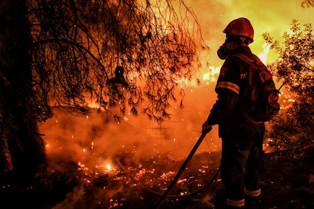 Waldbrand: Rettungskräfte evakuieren zahlreiche Dörfer in Griechenland