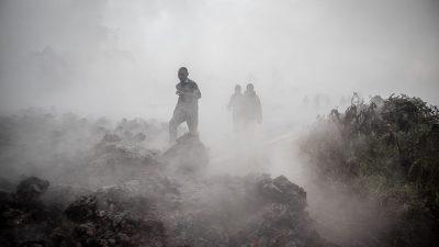 Zehntausende Menschen fliehen aus Angst vor weiterem Vulkanausbruch aus Goma