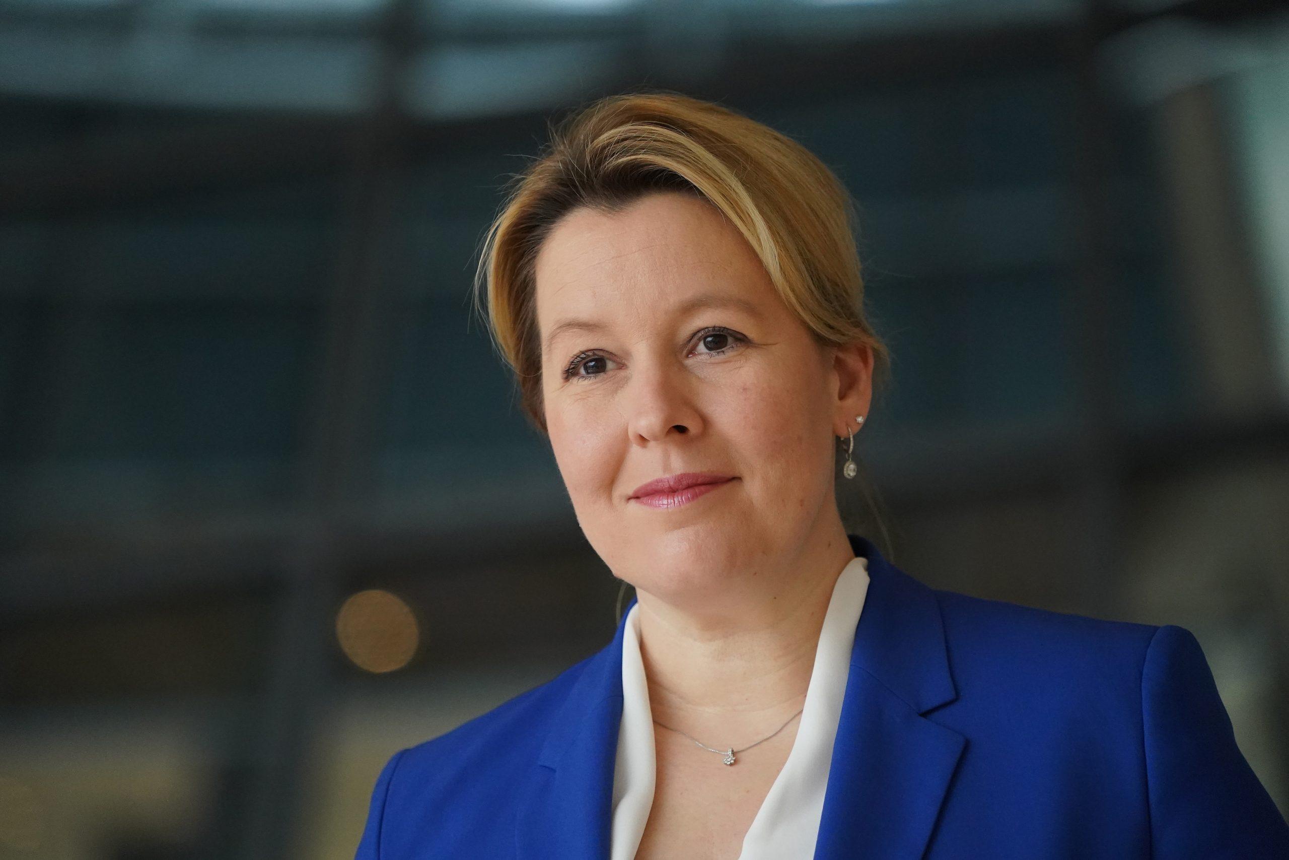 Halber Rücktritt: Giffey tritt als Familienministerin zurück und bleibt Spitzenkandidatin der Berliner SPD