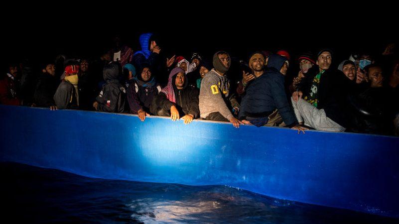 """EU fordert Umverteilung von Migranten – Österreich fordert Ende vom """"Weiterwinken"""""""
