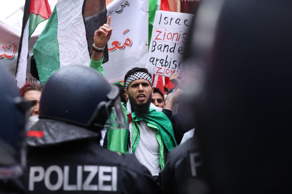 Seehofer kündigt harte Strafen für Angriffe auf jüdische Einrichtungen an