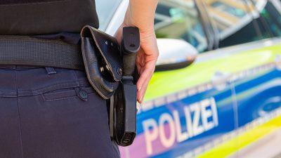 Psychisch kranker Autofahrer auf Amokfahrt – Passanten können sich geradeso retten