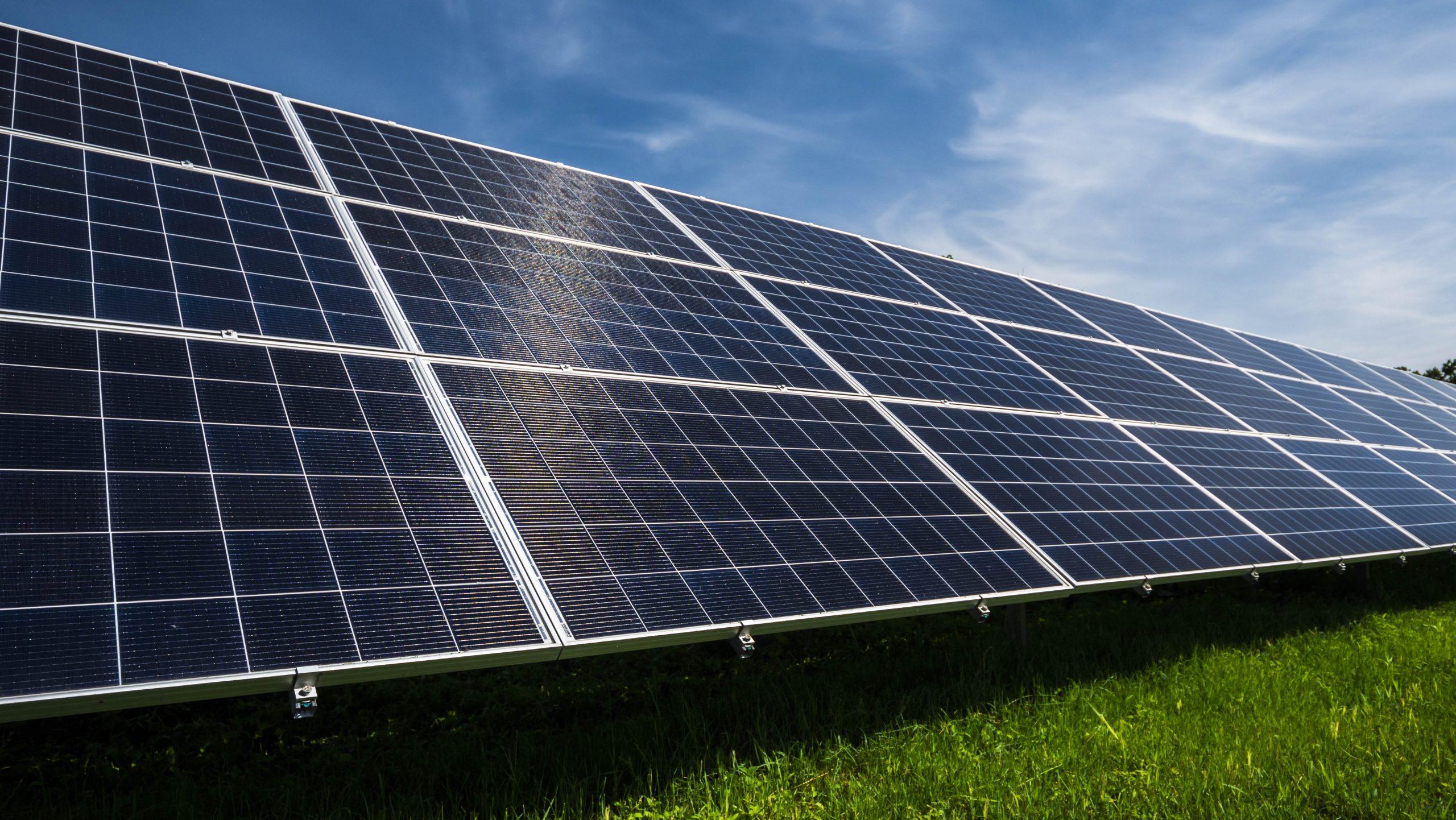 Energiewende zerstört die Umwelt (Teil 1) – Naturwissenschaftler: Solaranlagen heizen die Atmosphäre auf