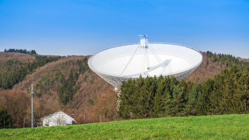 Radioteleskop Effelsberg: Seit 50 Jahren auf Horchposten in die Unendlichkeit