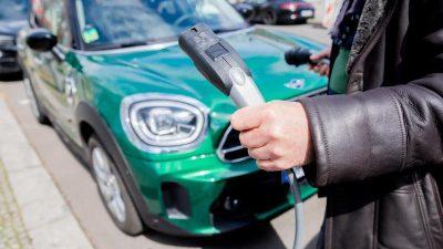 Ladesäulenausbau hält mit E-Auto-Boom nicht Schritt