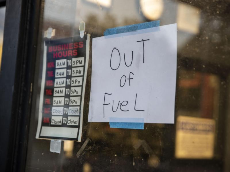 """Engpässe an Tankstellen: Biden ruft Amerikaner auf, nicht in """"Panik"""" zu verfallen"""
