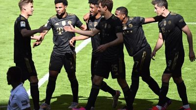 Meisterschale, und Lewandowski-Rekord: FC Bayern siegt 5:2