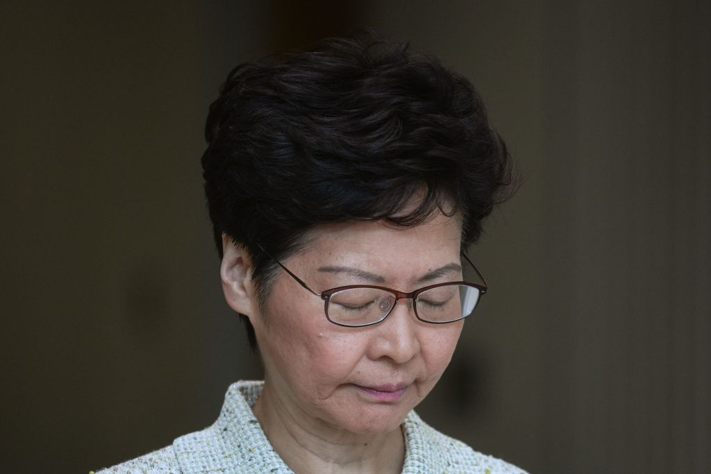 """Hongkong: EU-Abgeordnete fordern Freilassung von """"Apple-Daily""""-Journalisten"""