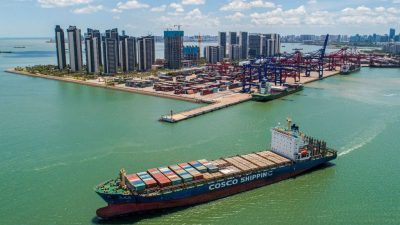 Container-Stau in Chinas Südprovinz – Globaler Schiffsverkehr massiv gestört