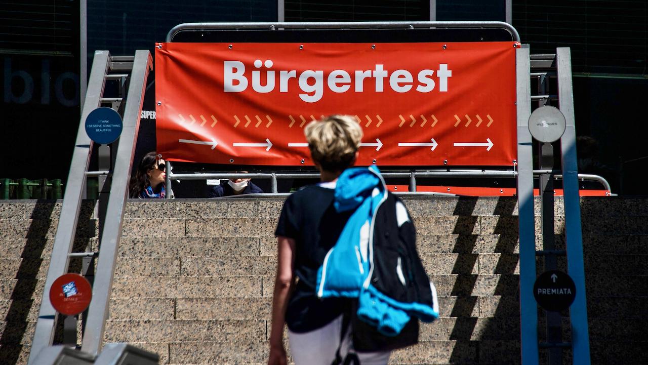 """Betreiber von drei Berliner Testzentren ist gegen Massentestung: """"Obszöne Verschwendung von Steuergeldern"""""""