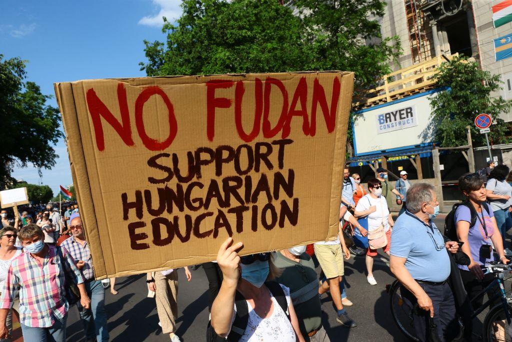 Tausende protestieren in Budapest gegen geplanten chinesischen Uni-Campus