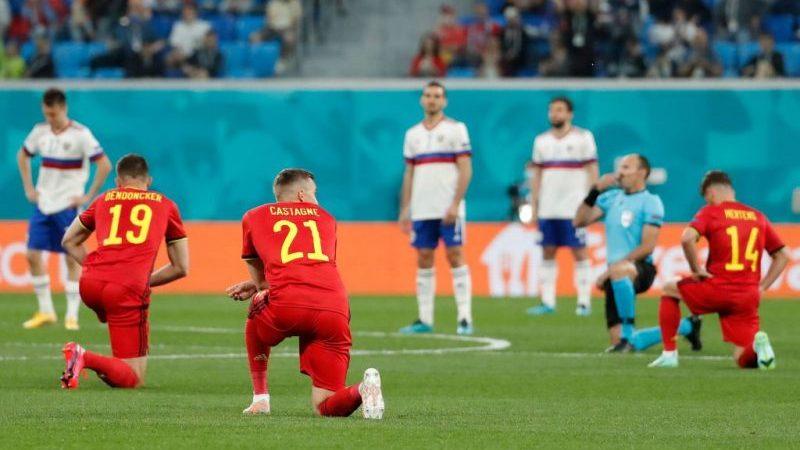Fußball-EM: Niederknien gegen Rassismus von Fans mit Buhrufen und Pfiffen quittiert