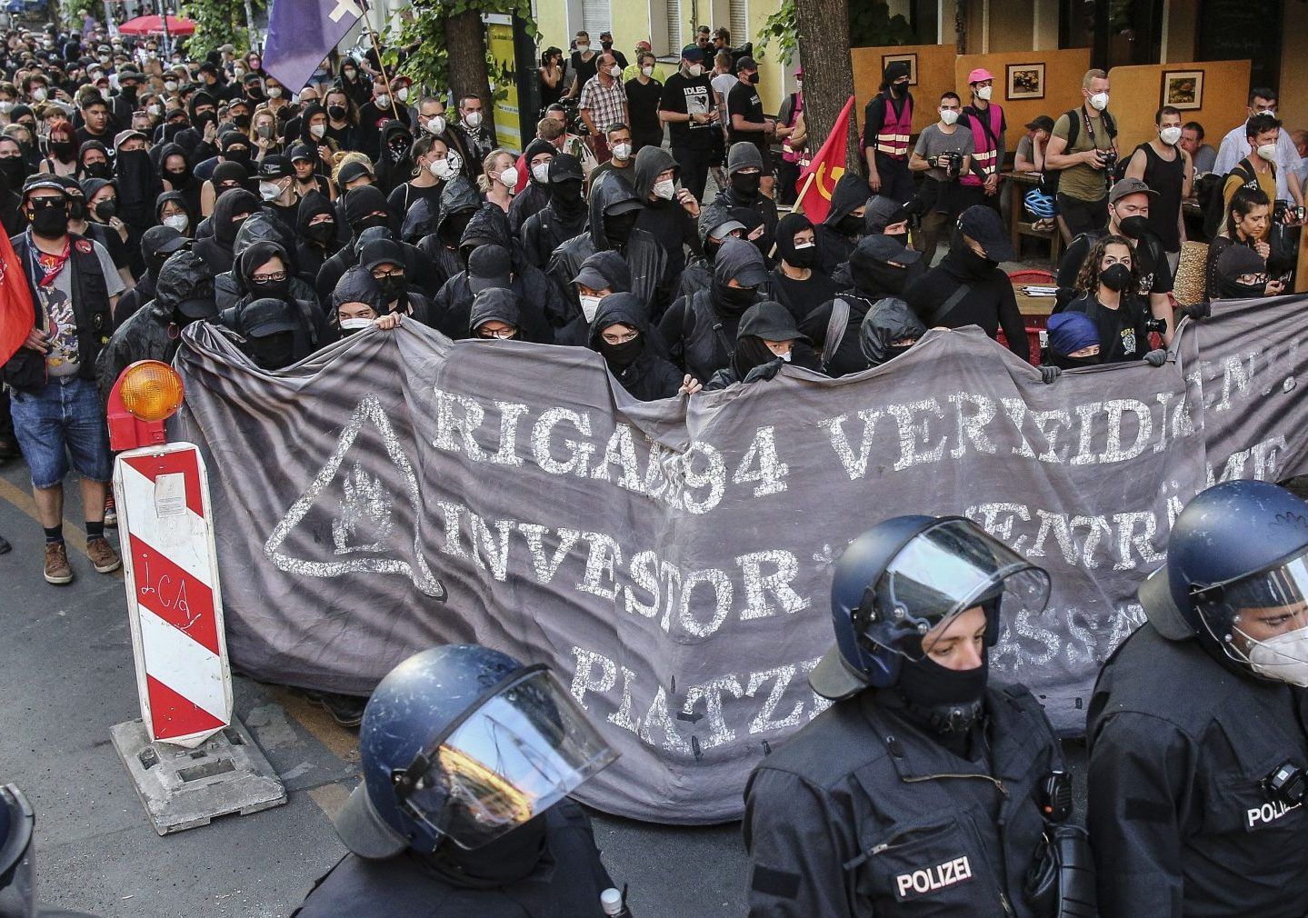 """Antifa-Ausschreitungen in Berlin: Steinmeier fordert """"entschieden entgegen[zu]treten"""""""