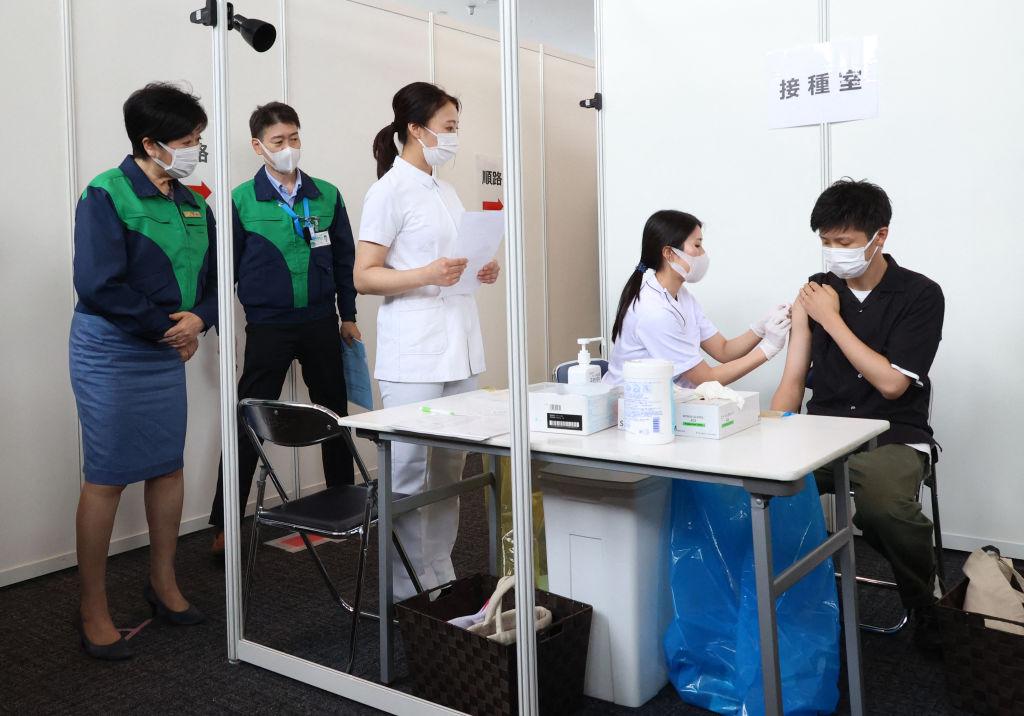 Tokio beginnt mit Impfungen von Olympia-Personal