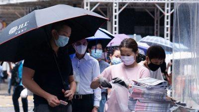 """Peking-kritische """"Apple Daily ist tot"""" – Ansturm auf letzte Ausgabe in Hongkong"""