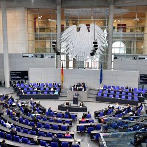 """Bundestag stimmte Annahme der Art. 9 und 10 zum IfSG: Auch ohne """"epidemische Lage"""" sollen Spahns Dekrete weiterhin gelten"""