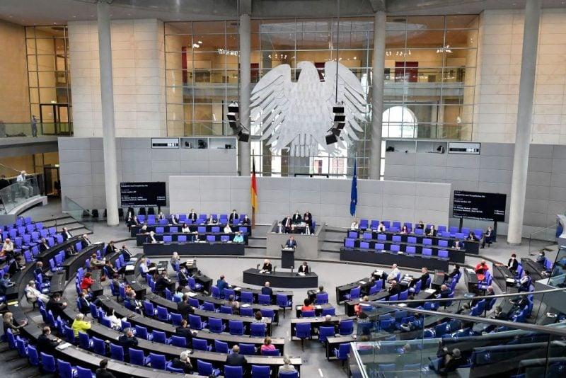 """Vom Bundestag beschlossen: Auch ohne """"epidemische Lage"""" sollen Spahns Dekrete weiterhin gelten"""